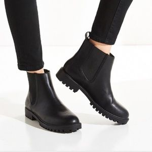 Urban Outfitters Used Toba Chelsea Boots